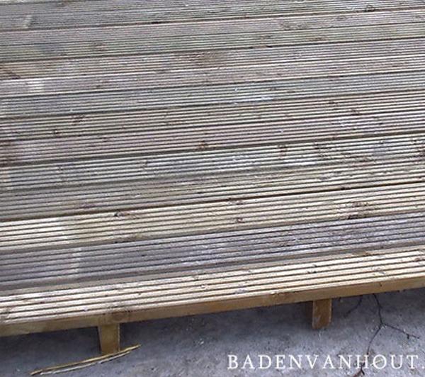Platform voor houten hottub