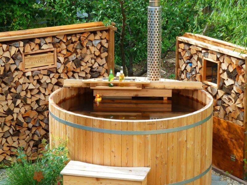 Sfeerfoto houten buitenbad