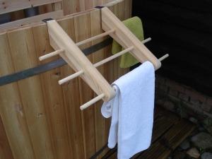 Handdoekenrekje houten buitenbad