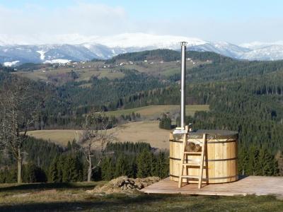 Houten hottub in de Zwisterse Alpen
