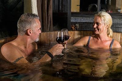Romantiek in een houten bad
